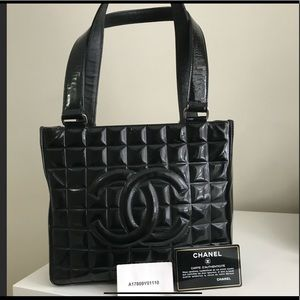 CHANEL  Authentic Leather bag